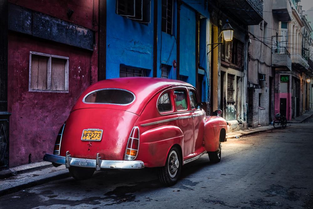 20130106-wileyred-cuban-car-on-street-edit.jpg